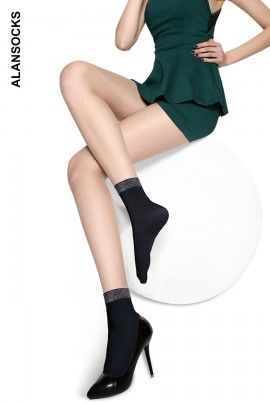 D009- Short socks